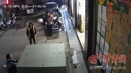 Tin nong moi nhat 21/11: 1 Viet kieu Phap tu vong trong khach san - Anh 2