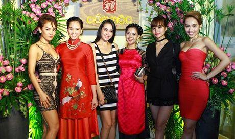 Vuong Thu Phuong hoi ngo dan sieu mau Viet Nam - Anh 3