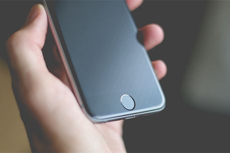 Apple bi Samsung, Google 'ep' dung man hinh OLED tren iPhone - Anh 1