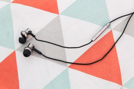 Mo hop tai nghe Xiaomi Piston Pro gia 750.000VND - Anh 1