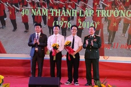 Tuyen duong nam sinh lam vo guong o to, gui loi xin loi - Anh 2