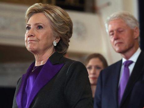 Ba Clinton dan truoc ong Trump hon 1,5 trieu phieu pho thong - Anh 1