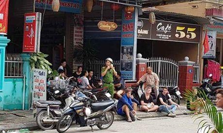 Chay khach san 5 tang, hang chuc khach nuoc ngoai hoang loan - Anh 1