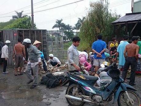 Cuu xe vit bi lat: Nghi ve 'thu linh' dam dong - Anh 1