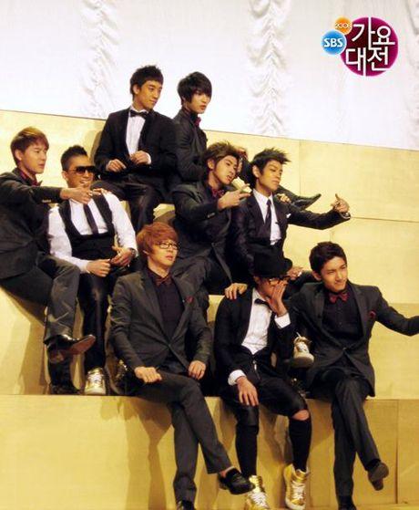 T.O.P (Big Bang) va Junsu (JYJ) nhap ngu cung mot ngay - Anh 3
