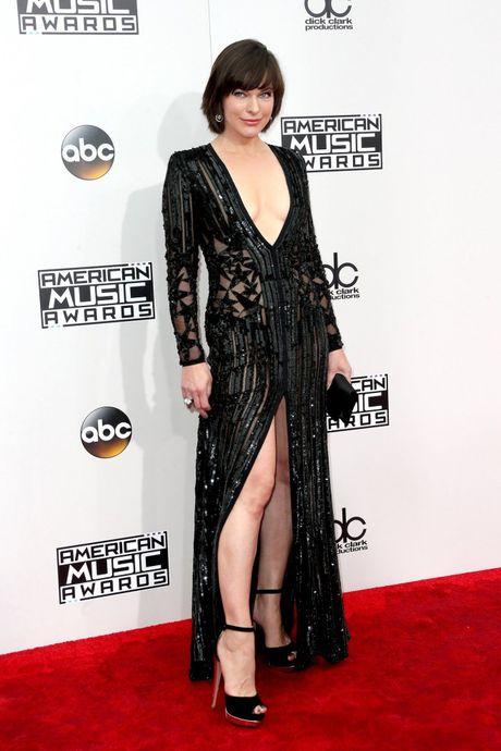 Lady Gaga cung Selena Gomez 'knock-out' dan sao ngoai tren tham do AMAs 2016 - Anh 3