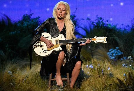 AMAs 2016: Nham chan tu Lady Gaga den The Chainsmokers, co Justin Bieber se tot hon - Anh 1