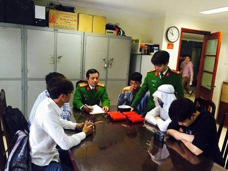 Cong an Ha Noi lam ro nhom tung clip 'ra duong dot bom' - Anh 2