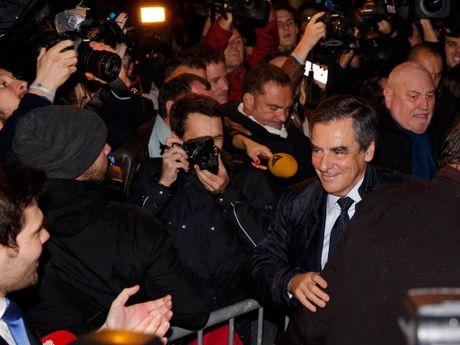 Cuu tong thong Phap Sarkozy bi loai khoi cuoc dua tong thong 2017 - Anh 2