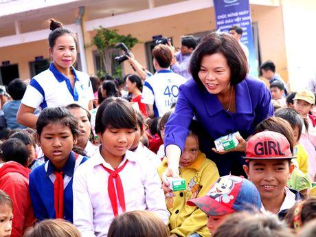 Vinamilk mang sua den voi tre em ngheo Dak Nong - Anh 1