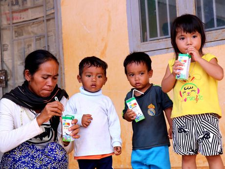 Vinamilk mang sua den voi tre em ngheo Dak Nong - Anh 2
