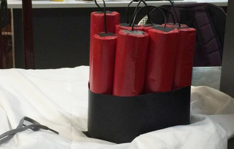 Xac dinh nhom thanh nien quay clip gia khung bo quang bom o Ha Noi - Anh 2