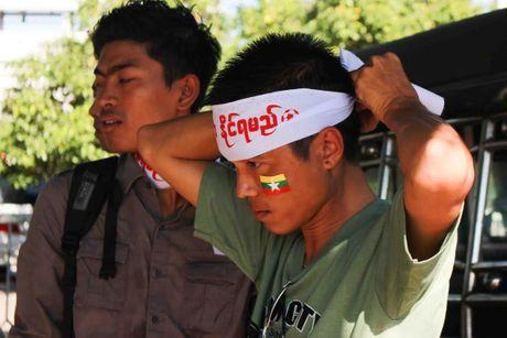 No bom o Yangon, AFF Cup roi vao canh bao dong - Anh 3