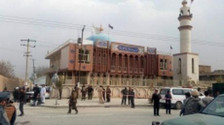 Danh bom lieu chet tai Afghanistan, hon 60 nguoi thuong vong - Anh 1