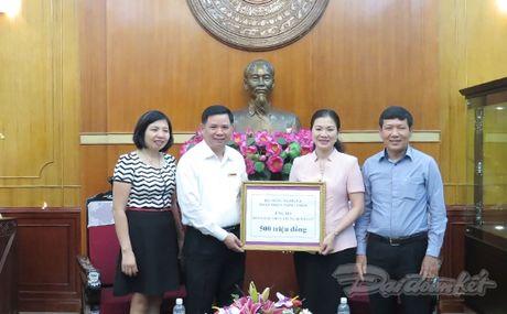 Cong doan NN&PTNT ung ho dong bao mien Trung - Anh 1
