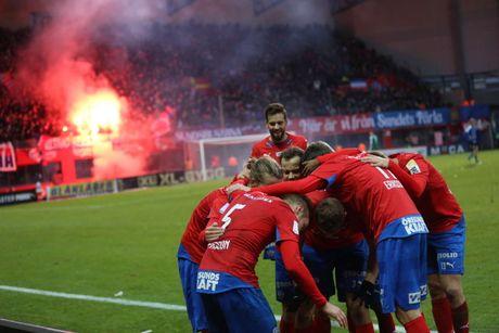 Huyen thoai Henrik Larsson thu the, san sang chien lai fan - Anh 11