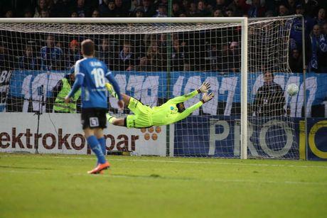 Huyen thoai Henrik Larsson thu the, san sang chien lai fan - Anh 13