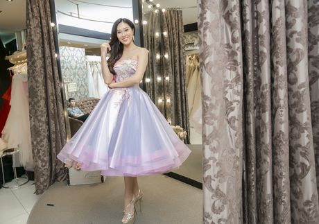 Dieu Ngoc thu trang phuc truoc ngay sang My thi Miss World - Anh 4