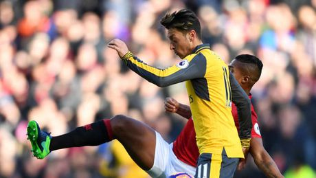 Oezil, Ramsey vao doi hinh te nhat vong dau Premier League - Anh 10