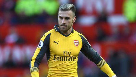 Oezil, Ramsey vao doi hinh te nhat vong dau Premier League - Anh 11
