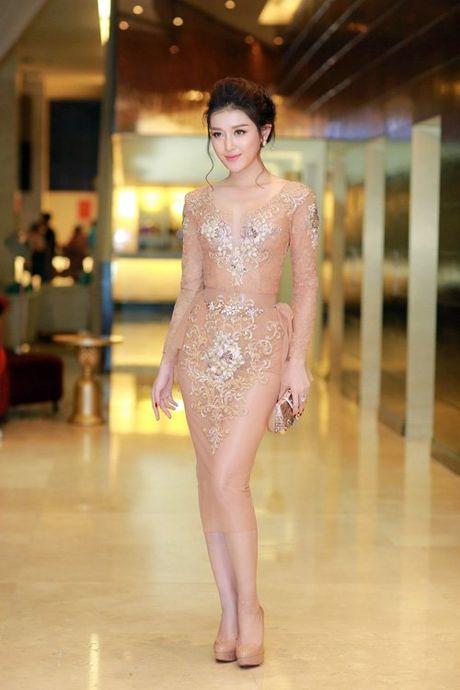 Hon 22 tuoi, MC Thanh Mai van tre dep khong thua A hau Huyen My - Anh 1