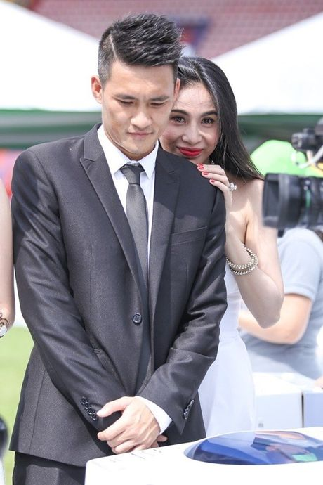 Chum anh tiet lo moi quan he doi thuc cua Thuy Tien - Cong Vinh - Anh 16