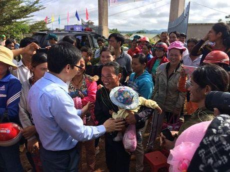 Pho Thu tuong Vu Duc Dam tham giao vien vung sau DakNong - Anh 5