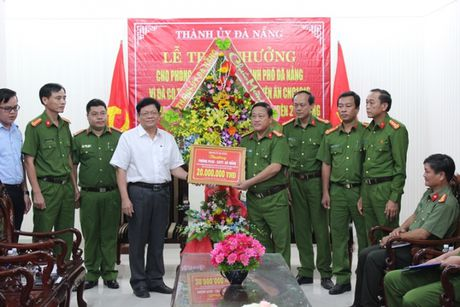 Thuong 'nong' vu bat ke lua nap card qua facebook chiem doat 2 ty - Anh 1