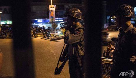 Quan doi Trung Quoc trong tinh trang bao dong sau vu danh bom lien hoan o Myanmar - Anh 1