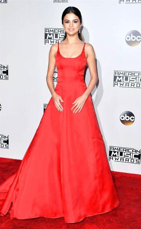 Tham do American Music Awards: Selena Gomez 'tai xuat' sau tri lieu tam ly - Anh 1