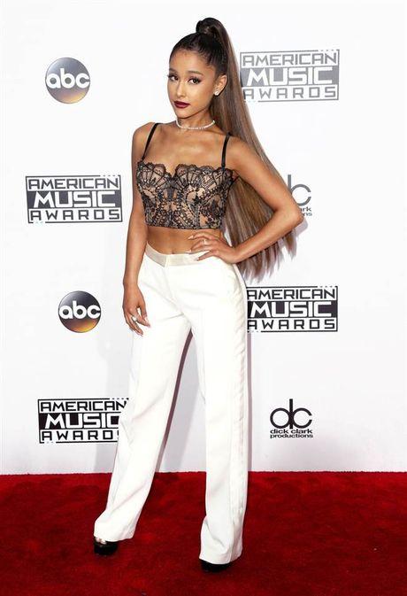 Tham do American Music Awards: Selena Gomez 'tai xuat' sau tri lieu tam ly - Anh 2