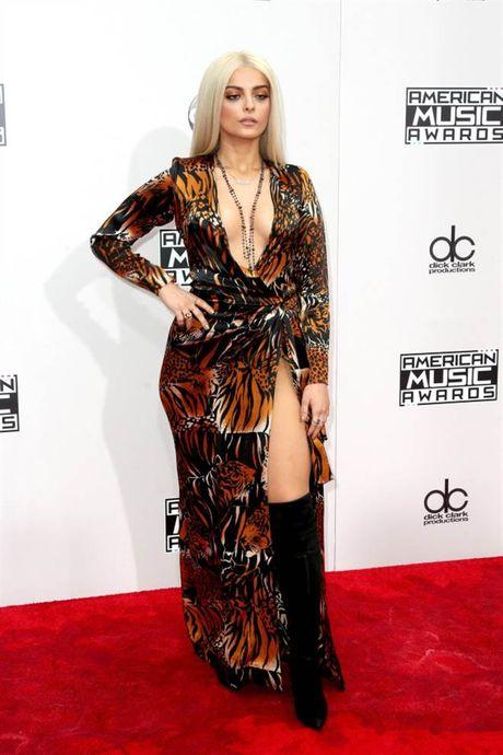 Tham do American Music Awards: Selena Gomez 'tai xuat' sau tri lieu tam ly - Anh 8