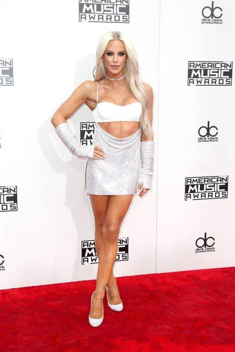 Tham do American Music Awards: Selena Gomez 'tai xuat' sau tri lieu tam ly - Anh 9