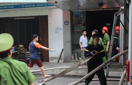 Lua thieu nhieu nha dan tren pho Tran Khat Chan - Anh 10