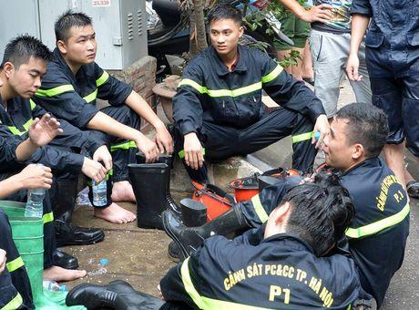 Lua thieu nhieu nha dan tren pho Tran Khat Chan - Anh 12