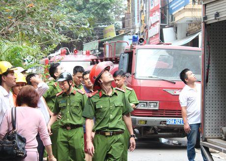 Lua thieu nhieu nha dan tren pho Tran Khat Chan - Anh 13