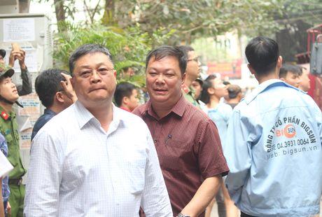 Lua thieu nhieu nha dan tren pho Tran Khat Chan - Anh 14