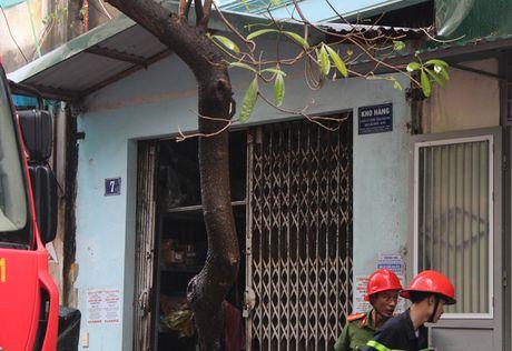 Lua thieu nhieu nha dan tren pho Tran Khat Chan - Anh 15