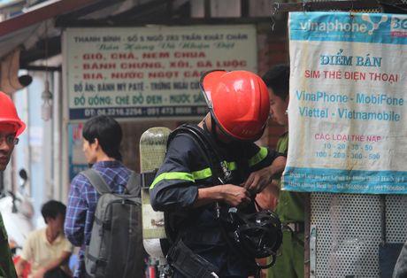 Lua thieu nhieu nha dan tren pho Tran Khat Chan - Anh 4