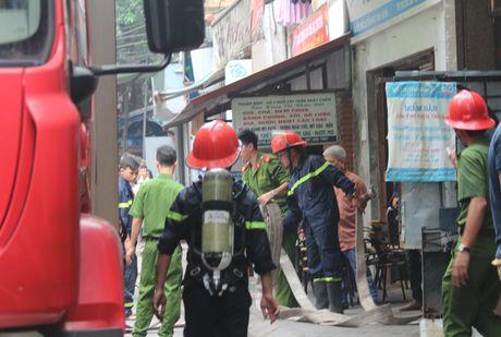 Lua thieu nhieu nha dan tren pho Tran Khat Chan - Anh 5