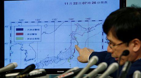 Video khoanh khac xay ra dong dat 7,3 do Richter tai Nhat Ban - Anh 1
