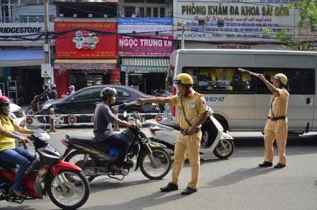 Phat xe khong chinh chu: CSGT cac tinh tran tinh - Anh 1