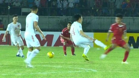 Clip Myanmar vao bong 'nhu dau vat' truoc DT Viet Nam - Anh 1