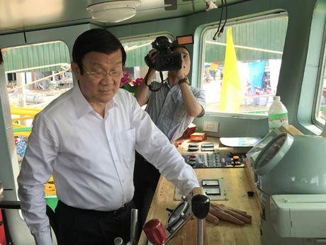 Quang Ngai: Trao tau ca vo thep thu 4 cho ngu dan - Anh 1