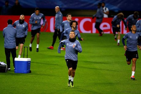 Nang tinh, nhung Ronaldo van thi dau het minh truoc Sporting - Anh 1