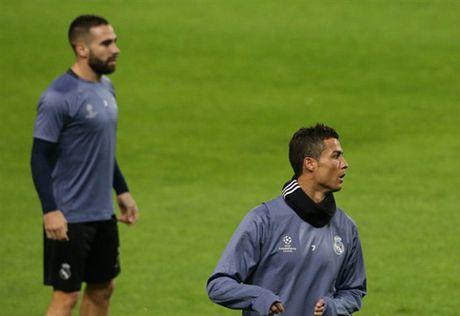Ronaldo gong minh chuan bi cho ngay di 'san ve' cua Real - Anh 4