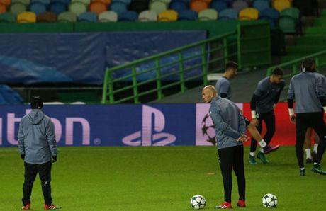 Ronaldo gong minh chuan bi cho ngay di 'san ve' cua Real - Anh 9