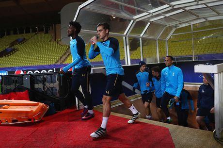 Sau Kane, den luot sao tre Tottenham mang mat na den san tap - Anh 1