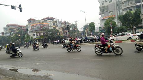 Chum anh: Xe tu che 'may chem' tai xuat tren duong Ha Noi - Anh 10