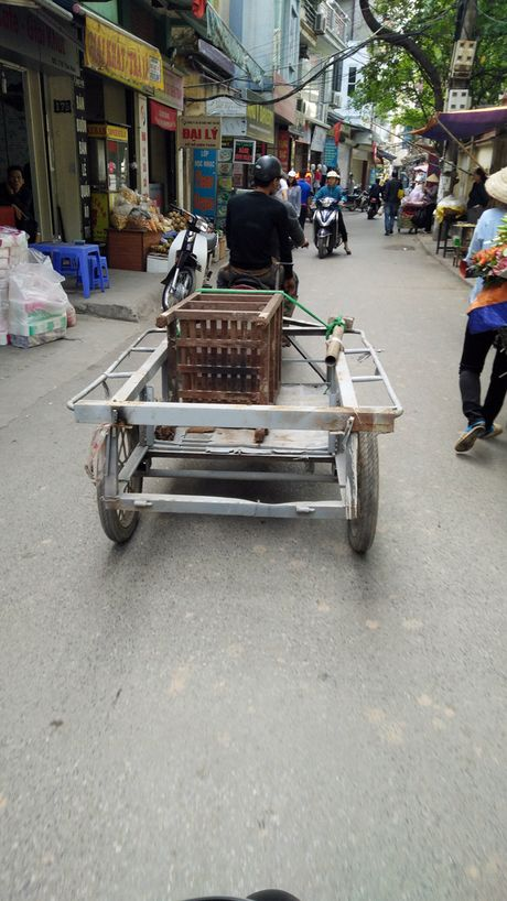 Chum anh: Xe tu che 'may chem' tai xuat tren duong Ha Noi - Anh 5
